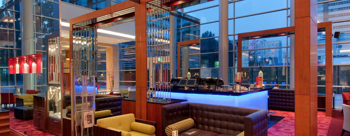 Hilton Warsaw Hotel and Convention Centre – Pistaccio Lobby Bar & Lounge