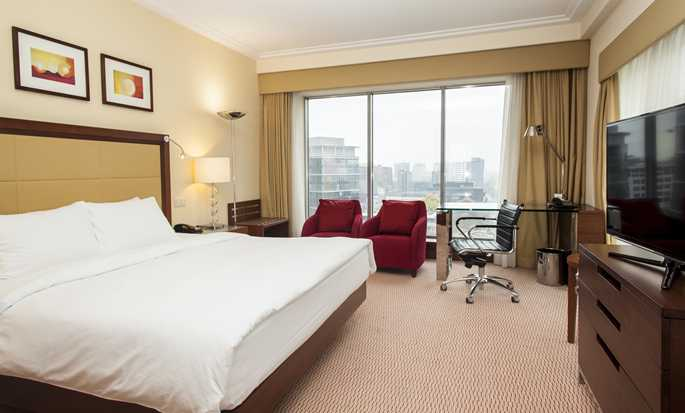 Hilton Warsaw Hotel and Convention Centre - King Guestroom