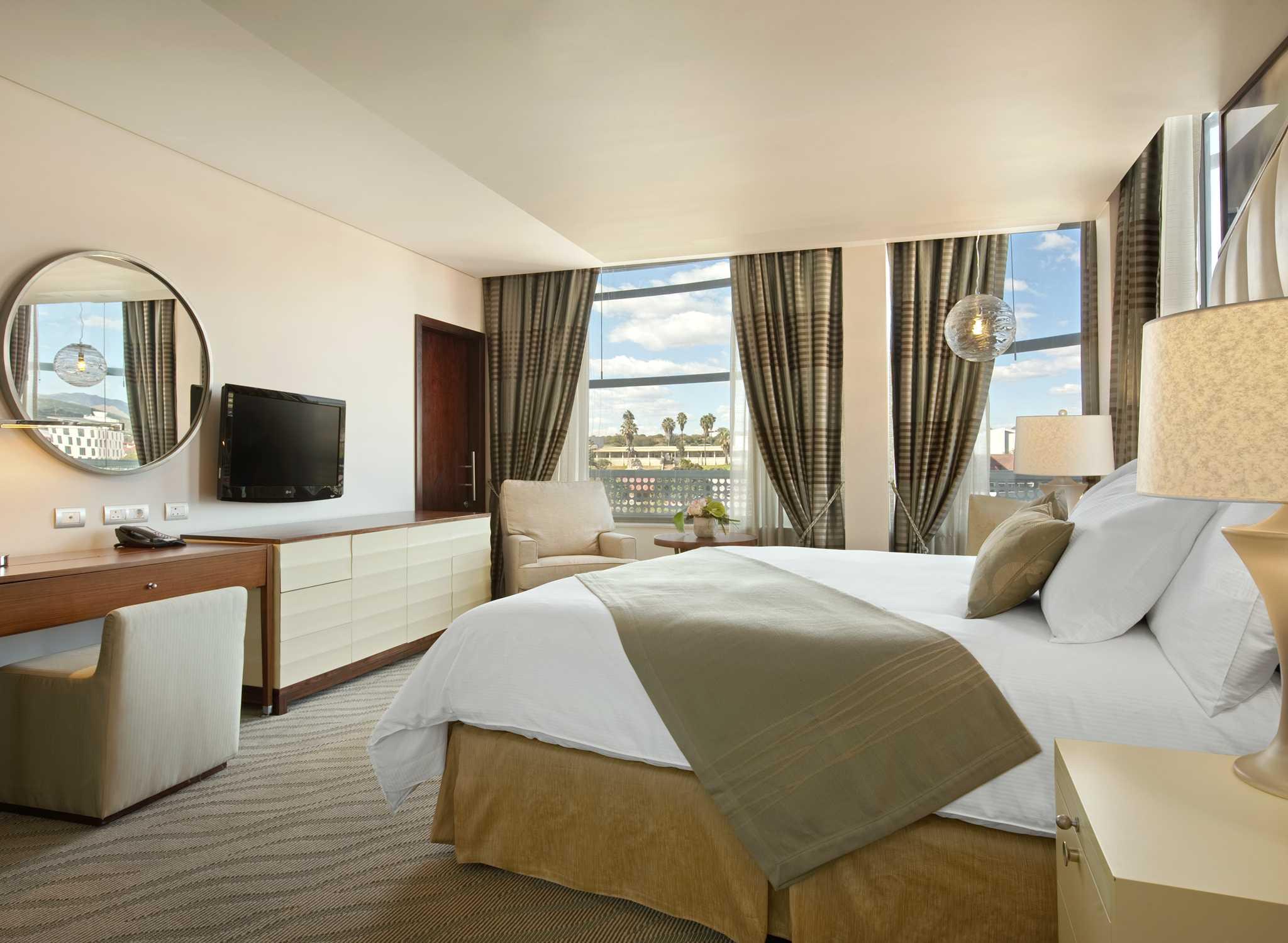 Hilton Windhoek Hotel Namibia Zimmer Mit King Size Bett