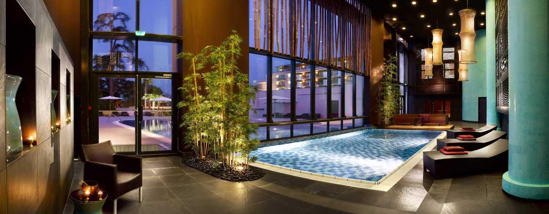 Hôtel Hilton Evian-les-Bains, France - Piscine intérieure du spa