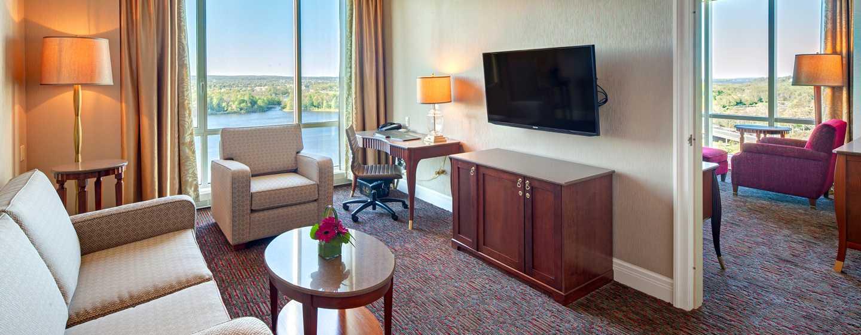 Hôtel Hilton Lac-Leamy, Gatineau, Canada - Suite à une chambre avec très grand lit et vue sur le lac