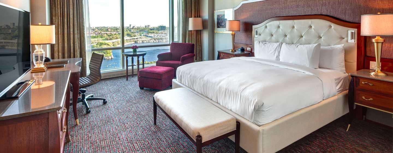 Hôtel Hilton Lac-Leamy, Gatineau, Canada - Chambre de luxe avec très grand lit et vue sur le lac