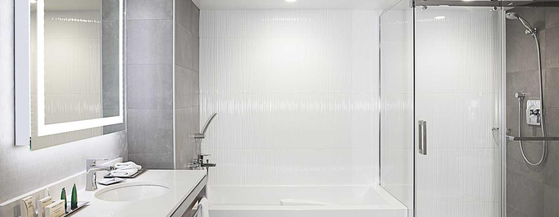 Hôtel Hilton Montréal/Laval - Salle de bains avec douche