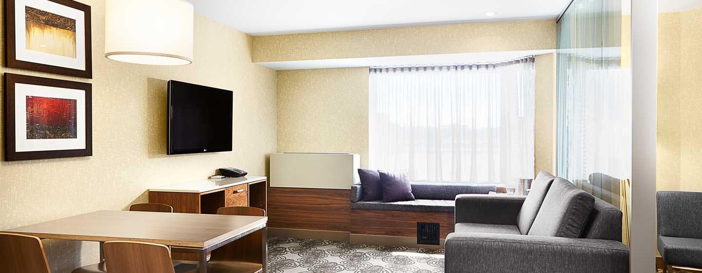 Hôtel Hilton Montréal/Laval - Salle de séjour d'une suite