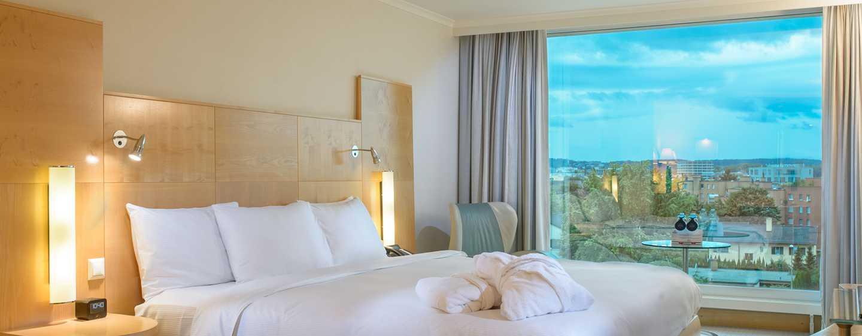 Hilton Zurich Airport Hotel, Schweiz– Relaxation Zimmer mit Kingsize-Bett