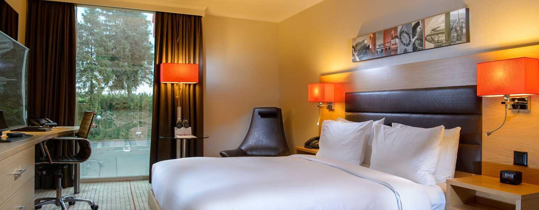 Hilton Zurich Airport Hotel, Schweiz– Zimmer mit Queensize-Bett