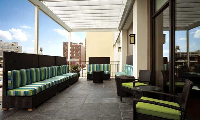 Home2 Suites by Hilton New York Long Island City/Manhattan View, New York - Pátio no 7º andar