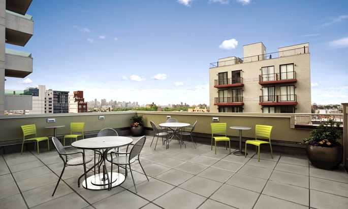 Home2 Suites by Hilton New York Long Island City/Manhattan View, New York - Pátio do hotel