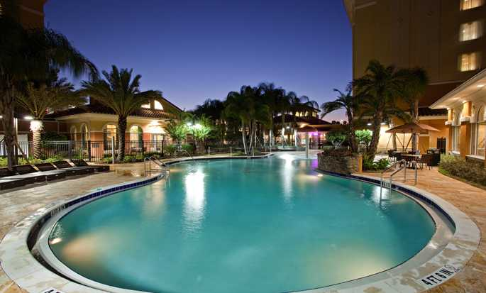 Homewood Suites by Hilton® Lake Buena Vista - Orlando - Exterior pool at night