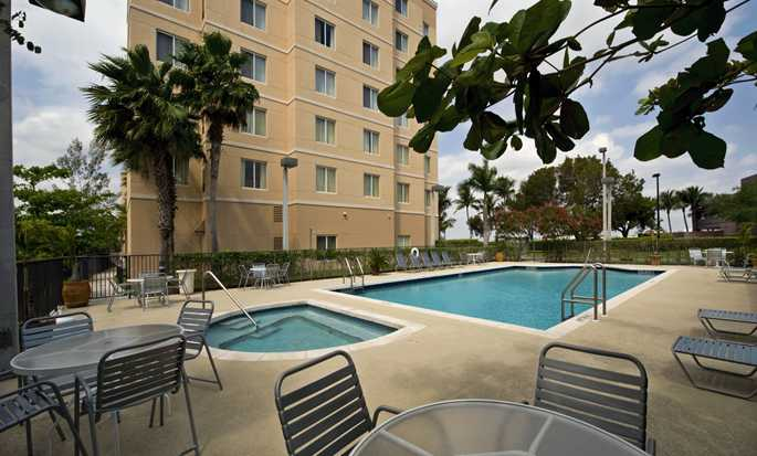 Homewood Suites by Hilton Miami-Airport/Blue Lagoon Hotel - Swimmingpool