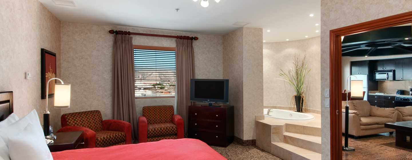 Homewood Suites by Hilton® Torreon, Coahuila, México - Dormitorio con cama King