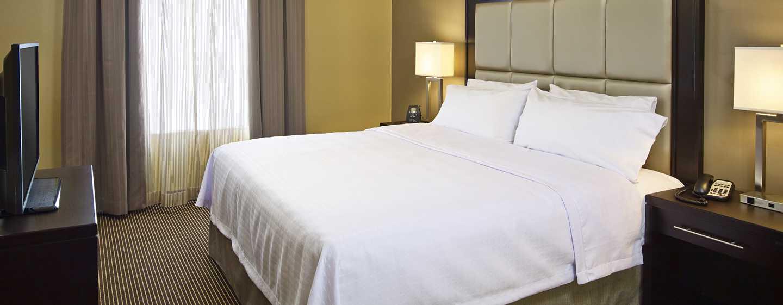 Hôtel Homewood Suites by Hilton Hamilton, Ontario, Canada - Suite d'une chambre avec un très grand lit