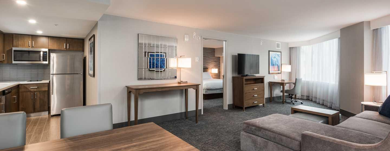 Hôtel Homewood Suites by Hilton Ottawa Downtown, Canada - Suite d'une chambre avec très grand lit