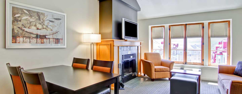 Hôtel Homewood Suites by Hilton Mont-Tremblant Resort - Coin repas d'une suite