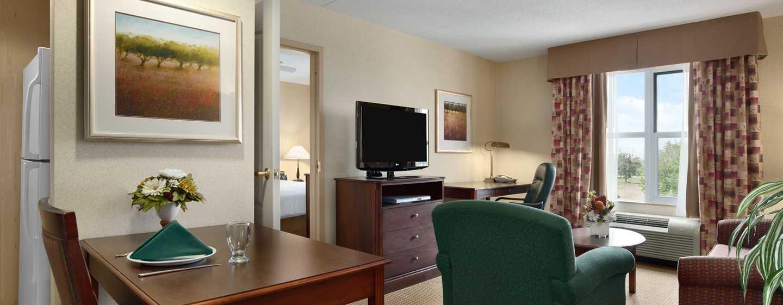 Hôtel Homewood Suites by Hilton Toronto-Mississauga, Canada - Salle de séjour d'une suite