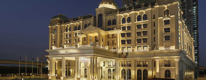 Habtoor Palace Dubai LXR Hotels & Resorts - Toma nocturna de la fachada del hotel