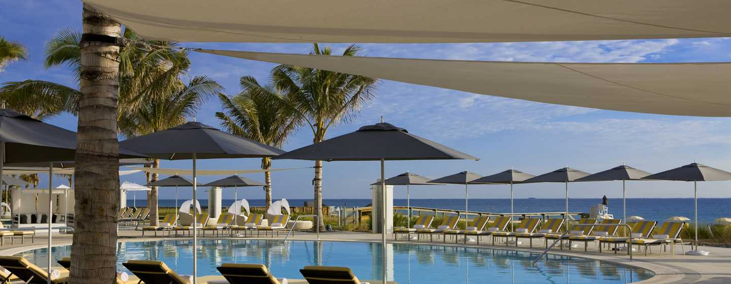 Hotel Boca Beach Club, a Waldorf Astoria Resort, EUA – Vista para a piscina
