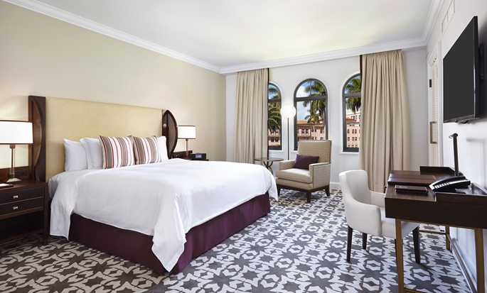 Boca Raton Resort & Club, A Waldorf Astoria Resort, Florida, USA – Suite mit King-Size-Bett