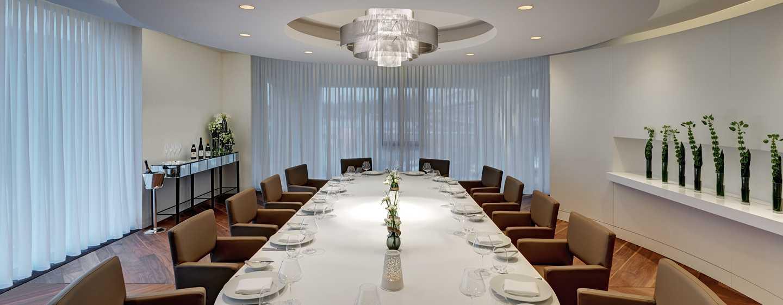 Ein privater Speisesaal steht Ihnen für Feste im Les Solistes by Pierre Gagnaire zur Verfügung