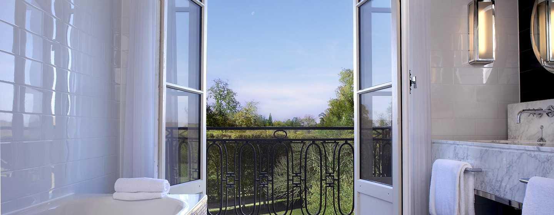 Hôtel Waldorf Astoria Trianon Palace Versailles, France - Suite Deluxe avec vue sur le parc