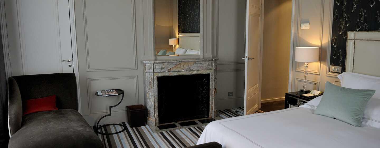 Hôtel Waldorf Astoria Trianon Palace Versailles, France - Chambre à coucher de la Suite Versailles