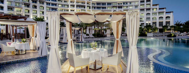 Waldorf Astoria Dubai Palm Jumeirah, Förenade Arabemiraten – Middag vid poolen