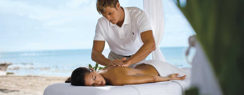 Casa Marina, a Waldorf Astoria Resort, Florida, Vereinigte Staaten - Genießen Sie eine Massage am Strand