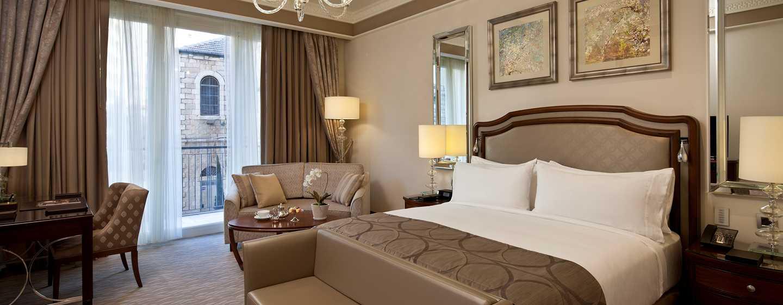 The Waldorf Astoria Jerusalem Hotel, Israel – Deluxe Zimmer mit King-Size-Bett