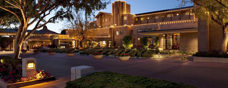 Hotel Arizona Biltmore, A Waldorf Astoria Resort, EE. UU. - Fachada del hotel por la noche