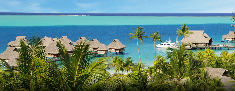 Polynésie française - Vue des villas sur pilotis