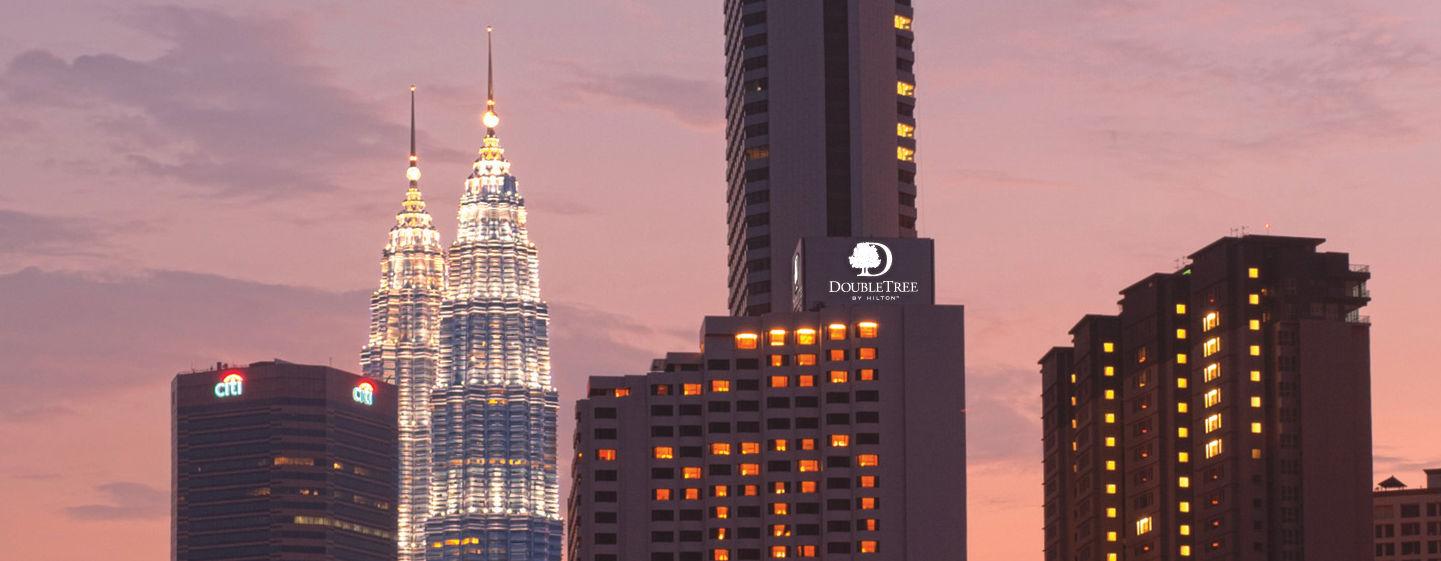 Petronas Towers dan DoubleTree by Hilton Kuala Lumpur