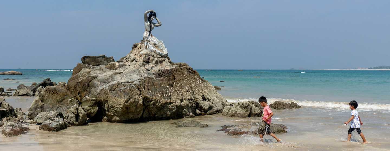 Pantai di Myanmar