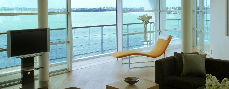 Genießen Sie den uneingeschränkten Ausblick auf das Meer in der Präsidenten Suite des Hotels