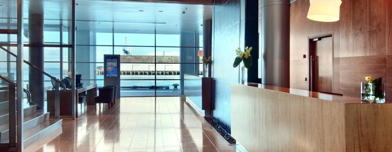 Im modernen Eingangsbereich werden Sie herzlich begrüßt