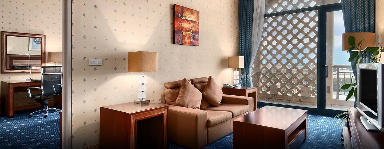 Hôtel Hilton Alger, Algérie - Suite junior avec très grand lit côté jardin