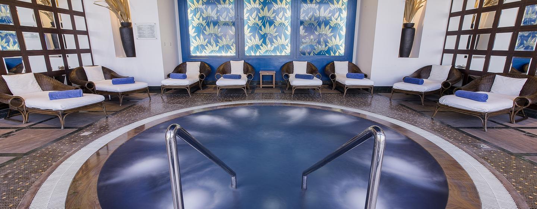Im großen Whirlpool im Spa-Bereich können Sie sich entspannen