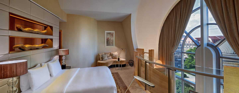 DOM SUITE - Beispiel mit großem Bett und großem Panoramafenster
