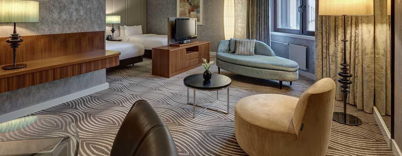 DELUXE ZIMMER - Beispiel mit zwei Betten, Sesseln und Sofa
