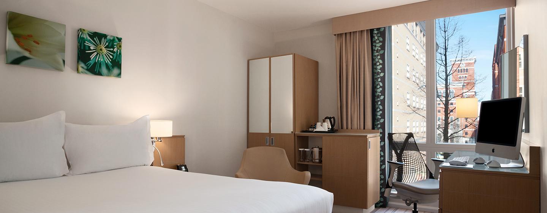 Genießen Sie Ihre Reise im Evolution Zimmer mit Queen-Size-Bett