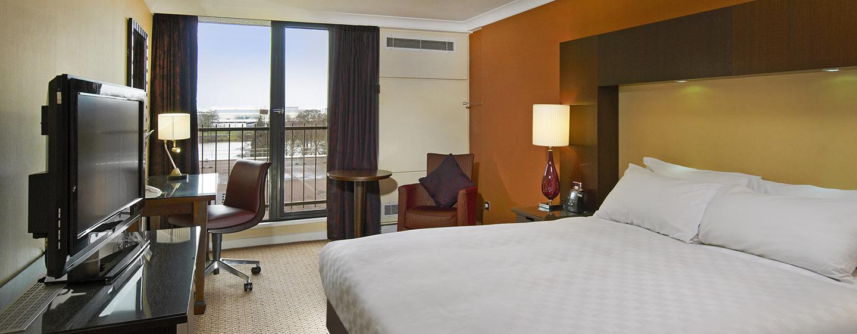 Im großzügigen Deluxe Zimmer mit Queen-Size-Bett können Sie entspannen
