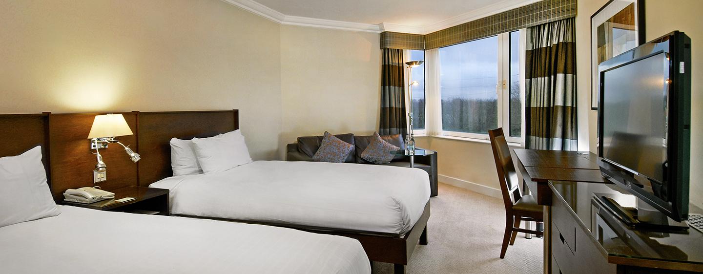 Das Executive Zweibettzimmer ist mit einem Sofa und einem großen Fernseher ausgestattet