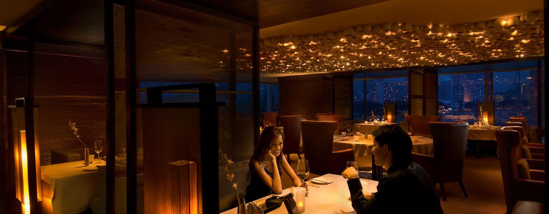 Im schönen Restaurant werden Ihnen exklusive Weine und guter Service angeboten