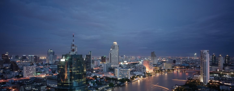 Bewundern Sie vom Hoteldach den schönen Ausblick auf die Wolkenkratzer der Stadt