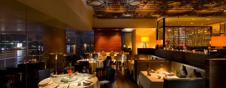 Laden Sie Freunde und Kollegen zu einem Dinner im chinesischen Restaurant des Hotels ein