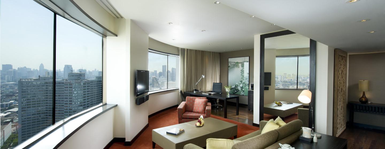 Das Wohnzimmer der Suite verfügt über einen bequeme Sofas und einen großen Schreibtisch