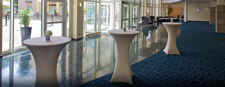 Empfangen Sie Ihre Gäste im Foyer des Ballsaals
