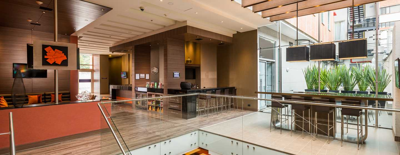 Hampton by Hilton Bogotá - Usaquén, Colombia - Lobby amplio y cómodo