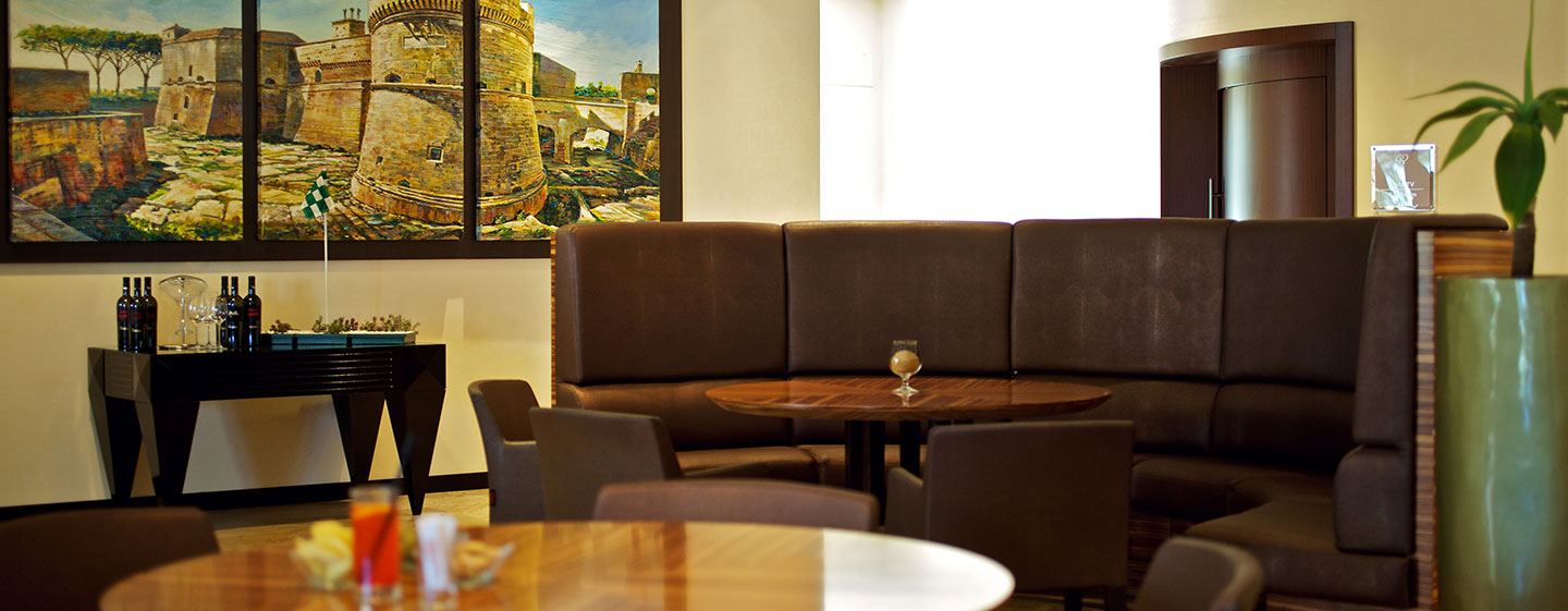 Hotel Doubletree by Hilton Acaya Golf Resort Lecce, Italia - Rock Bar e terrazza