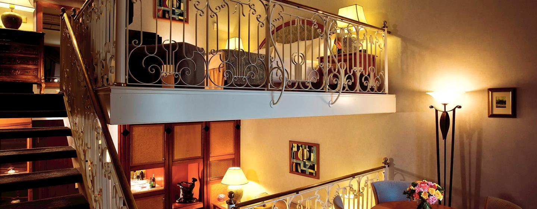 Die Barock Suite erstreckt sich auf zwei Etagen und verfügt über ein abgetrennten Essbereich