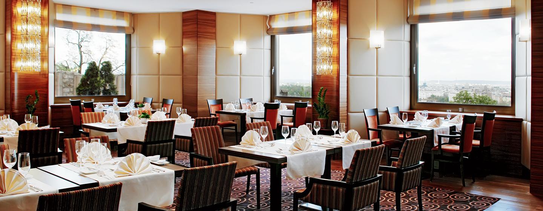 Im Restaurant des Hotels werden Ihnen regionale und internationale Sepisen angeboten